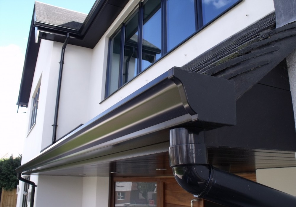 cheam-black-ogee-seamless-aluminum-gutter-1030x772
