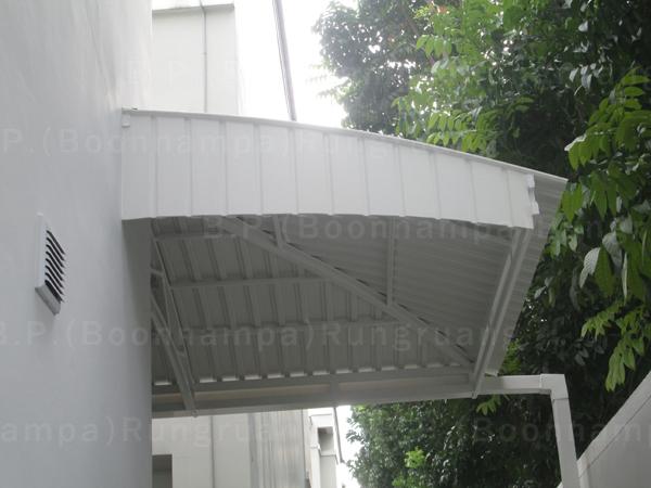 กันสาดไวนิลเรียบ สีขาว โครงเหล็ก (8)