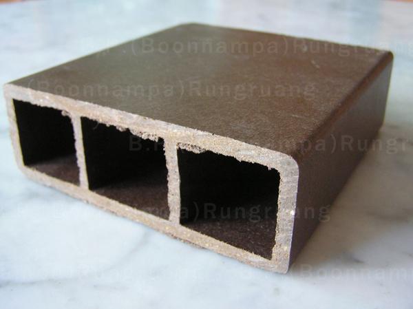 ไม้พลัสแผ่นกลวง 4×1.5 ยาว6 เมตร