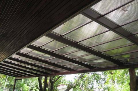 หลังคา-กันสาดโพลีคาร์บอเนต สีใส โครงเหล็กทรงพัด